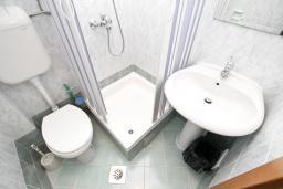 Ванная комната. Бечичи, Черногория, Бечичи : Комната для 2-3 человек