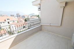 Балкон. Будванская ривьера, Черногория, Будва : Комната для 3 человек, с балконом с видом на море