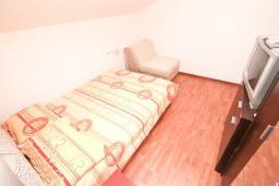 Спальня. Будванская ривьера, Черногория, Будва : Апартамент с 2-мя отдельными спальнями, с 2-мя балконами