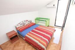 Спальня 2. Будванская ривьера, Черногория, Будва : Апартамент с 2-мя отдельными спальнями, с 2-мя балконами