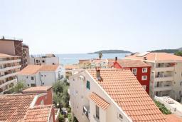 Вид на море. Рафаиловичи, Черногория, Рафаиловичи : Апартамент для 6-8 человек, с 2-мя отдельными спальнями, 70 метров до моря