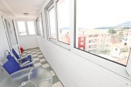 Балкон 2. Рафаиловичи, Черногория, Рафаиловичи : Апартамент для 6-8 человек, с 2-мя отдельными спальнями, 70 метров до моря