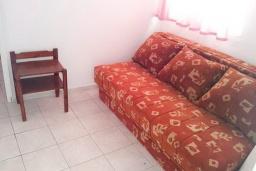 Гостиная. Рафаиловичи, Черногория, Рафаиловичи : Апартамент с отдельной спальней, 70 метров до моря