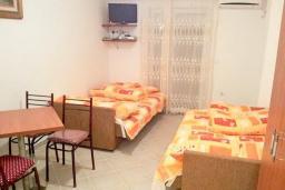 Студия (гостиная+кухня). Рафаиловичи, Черногория, Рафаиловичи : Студия в 70 метрах от моря