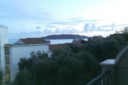 Вид на море. Рафаиловичи, Черногория, Рафаиловичи : Студия в Рафаиловичи в 70 метрах от моря