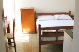 Гостиная. Рафаиловичи, Черногория, Рафаиловичи : Апартамент с отдельной спальней в 70 метрах от моря