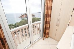 Балкон. Будванская ривьера, Черногория, Святой Стефан : Апартамент с отдельной спальней, с балконом с видом на море