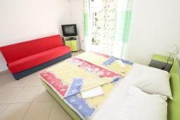 Студия (гостиная+кухня). Будванская ривьера, Черногория, Булярица : Студия на пляже Булярицы