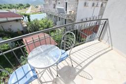 Балкон. Будванская ривьера, Черногория, Булярица : Студия на пляже Булярицы, с видом на море