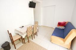 Гостиная. Будванская ривьера, Черногория, Булярица : Апартамент с отдельной спальней, с балконом
