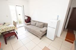 Гостиная. Будванская ривьера, Черногория, Булярица : Апартамент с 2-мя отдельными спальнями, с 2-мя балконами