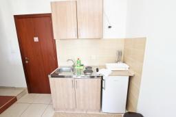 Кухня. Будванская ривьера, Черногория, Булярица : Апартамент с 2-мя отдельными спальнями, с 2-мя балконами