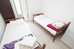 Спальня. Будванская ривьера, Черногория, Булярица : Апартамент с 2-мя отдельными спальнями, с 2-мя балконами