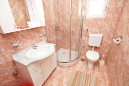 Ванная комната. Будванская ривьера, Черногория, Булярица : Апартамент с 2-мя отдельными спальнями, с 2-мя балконами