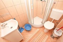Ванная комната. Будванская ривьера, Черногория, Булярица : Студия в Булярице с балконом