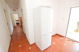 Кухня. Будванская ривьера, Черногория, Будва : Комната для 2 человек, с балконом, с общей кухней