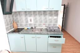 Кухня. Будванская ривьера, Черногория, Булярица : Апартамент с 2-мя отдельными спальнями, с шикарным видом на море, возле пляжа