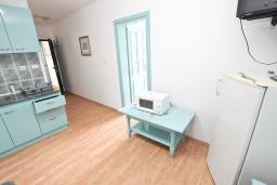Гостиная. Будванская ривьера, Черногория, Булярица : Апартамент с 2-мя отдельными спальнями, с шикарным видом на море, возле пляжа
