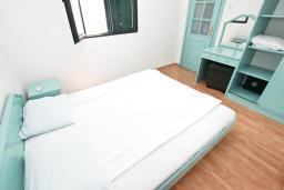 Спальня. Будванская ривьера, Черногория, Булярица : Апартамент с 2-мя отдельными спальнями, с шикарным видом на море, возле пляжа