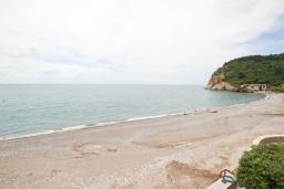 Вид. Будванская ривьера, Черногория, Булярица : Апартамент с отдельной спальней, с шикарным видом на море, возле пляжа