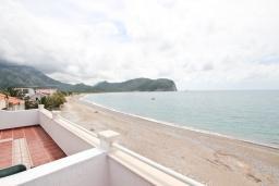 Вид на море. Будванская ривьера, Черногория, Булярица : Апартамент с 2-мя отдельными спальнями, с шикарным видом на море, возле пляжа