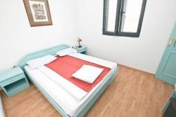 Спальня 2. Будванская ривьера, Черногория, Булярица : Апартамент с 2-мя отдельными спальнями, с шикарным видом на море, возле пляжа