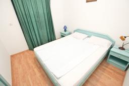 Спальня 3. Будванская ривьера, Черногория, Булярица : Апартамент с 3-мя отдельными спальнями, с большой террасой с шикарным видом на море, возле пляжа