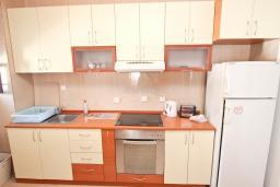 Студия (гостиная+кухня). Будванская ривьера, Черногория, Петровац : Большая студия с балконом