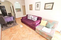 Гостиная. Будванская ривьера, Черногория, Будва : Апартамент с отдельной спальней, с балконом