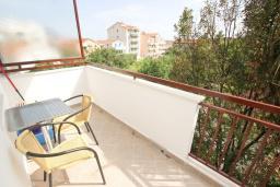 Балкон. Будванская ривьера, Черногория, Будва : Апартамент с отдельной спальней, с балконом