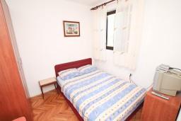 Студия (гостиная+кухня). Будванская ривьера, Черногория, Будва : Студия в Будве с террасой в 800 метрах от моря