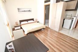 Студия (гостиная+кухня). Будванская ривьера, Черногория, Святой Стефан : Студия для 2 человек, с балконом с видом на море