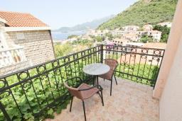 Балкон. Будванская ривьера, Черногория, Святой Стефан : Студия для 2 человек, с балконом с видом на море