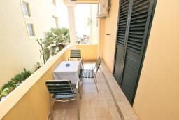 Балкон. Будванская ривьера, Черногория, Святой Стефан : Апартамент для 2-3 человек, с отдельной спальней, с балконом с видом на море