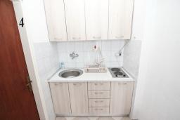 Студия (гостиная+кухня). Будванская ривьера, Черногория, Рафаиловичи : Студия на 3 персоны, 15 метров от пляжа