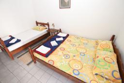 Студия (гостиная+кухня). Будванская ривьера, Черногория, Рафаиловичи : Студия с балконом в 15 метрах от пляжа