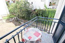 Балкон. Будванская ривьера, Черногория, Рафаиловичи : Студия с балконом в 15 метрах от пляжа