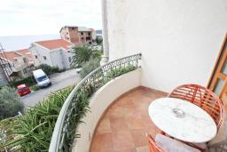 Балкон. Будванская ривьера, Черногория, Святой Стефан : Комната на 2 персоны с кондиционером, с балконом с видом на море