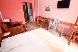 Студия (гостиная+кухня). Рафаиловичи, Черногория, Рафаиловичи : Студия с балконом c видом на море