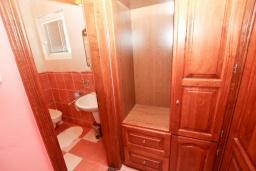 Коридор. Рафаиловичи, Черногория, Рафаиловичи : Апартамент с отдельной спальней, с балконом c видом на море