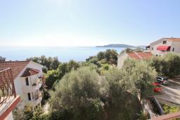 Вид на море. Будванская ривьера, Черногория, Каменово : Апартаменты для 4-5 человек, с 2-мя отдельными спальнями, с 2-мя балконами с видом на море