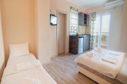 Студия (гостиная+кухня). Будванская ривьера, Черногория, Булярица : Трехместный номер-студио с балконом и видом на море
