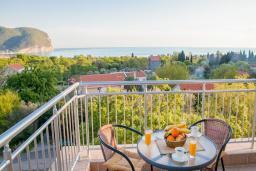 Балкон. Будванская ривьера, Черногория, Булярица : Трехместный номер-студио с балконом и видом на море