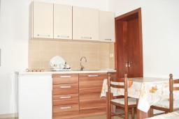 Студия (гостиная+кухня). Будванская ривьера, Черногория, Булярица : Студия с балконом в Булярице