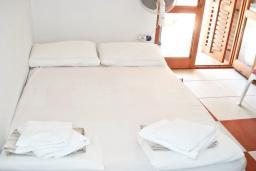 Спальня. Будванская ривьера, Черногория, Булярица : Комната для 2 человек с террасой