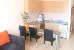 Гостиная. Бечичи, Черногория, Бечичи : Современный апартамент для 4-6 человек, 2 отдельные спальни, с балконом
