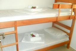 Спальня 2. Бечичи, Черногория, Бечичи : Современный апартамент для 4-6 человек, 2 отдельные спальни, с балконом