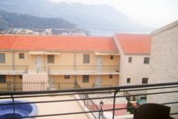 Вид на море. Бечичи, Черногория, Бечичи : Современный апартамент для 3-5 человек, 2 отдельные спальни, с балконом с видом на море