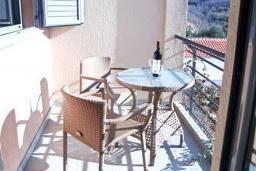 Балкон. Бечичи, Черногория, Бечичи : Современный апартамент для 3-5 человек, 2 отдельные спальни, с балконом с видом на море