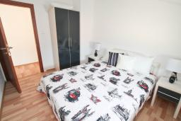 Боко-Которская бухта, Черногория, Муо : Уютный апартамент в 30 метрах от пляжа с гостиной и отдельной спальней, с балконом и видом на море, для 2-4 человек